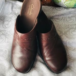 EUC Clarks 🦋bendable brown mules Sz 7N